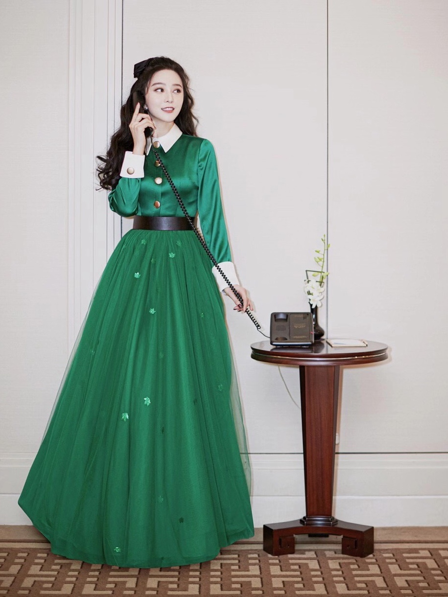 Fan Bingbing, the actor and founder of FAN BEAUTY, wore Tony&tony's green satin dresses to attend the show