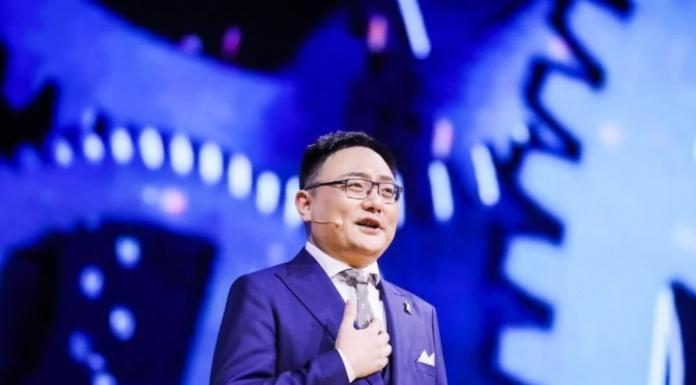 """刚刚过去的2018年双十一期间,alibaba设计了5亿张广告图,那背后可能是人工设计师吗?当然不是,它是一个Artificial Intelligence,叫做""""鹿班""""的系统"""