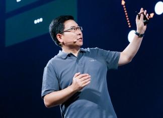 鸿蒙 OS 比 Andorid 有更强性能、更高的安全性、分布式能力、面向未来全场景能力,这是面向未来的操作系统