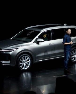 对于理想汽车的远期规划,李想透露希望2035年在全球两亿或者三亿用户的基础上,理想的市值能够达到万亿美金