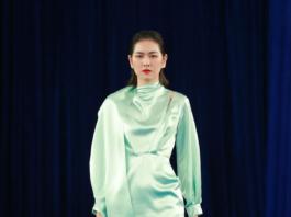 传统元素的运用是本次春夏系列的设计亮点,刺绣、钉珠、扎染……无论是职场套装,还是低调礼服,抑或是蹦迪短裙,充满民族韵味的细节在每一套服装上都有精彩的展示