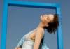 本季白鹿语将保留品牌一贯的优雅廓形和简单线条,辅以浪漫又略带中性的美学元素,刻画亦柔亦刚的新女性形象