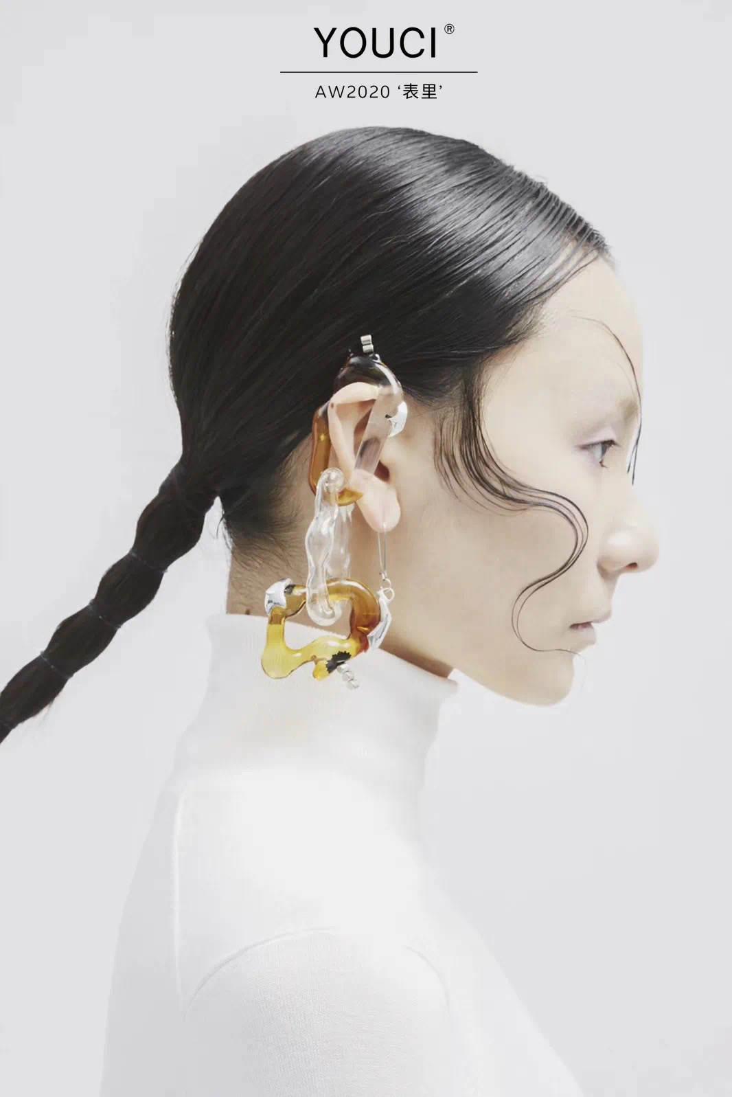 由此YOUCI创立于2018年的原创设计品牌,由95后设计师张佳洁和周忻注册于英国伦敦