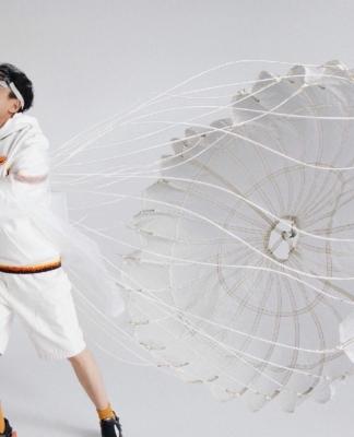 华为,是中国人眼中最伟大的民族品牌,荣耀,将青春中国对理智与情感的理解演绎成为缤纷的文化符号和奇幻的科技美学不断延伸