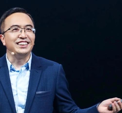 2020年11月17日,华为整体出售荣耀业务资产,赵明连任新荣耀终端有限公司CEO